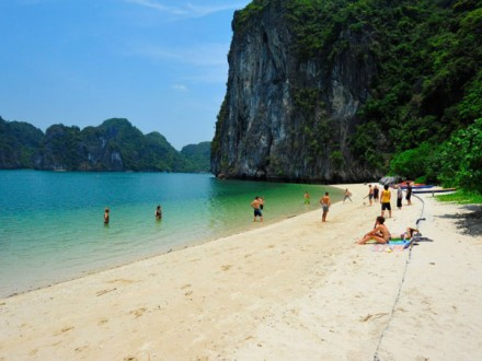 Halong Bay Castaways Island