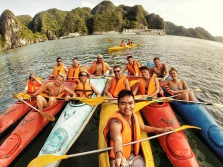Kayaking_HalongBay